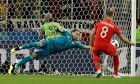Ο Τζόρνταν Χέντερσον της Αγγλίας σε στιγμιότυπο με τον Νταβίντ Οσπίνα της Κολομβίας για τη φάση των 16 του Παγκοσμίου Κυπέλλου 2018 στο 'Σπαρτάκ Στέιντιουμ', Μόσχα, Τρίτη 3 Ιουλίου 2018