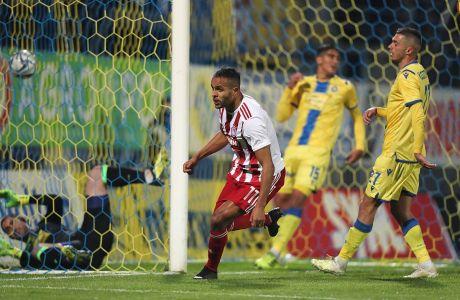 Ο Γιουσέφ ελ Αραμπί του Ολυμπιακού πανηγυρίζει το γκολ που σημείωσε κόντρα στον Αστέρα Τρίπολης για τη Super League 1 2019-2020 στο 'Θεόδωρος Κολοκοτρώνης', Κυριακή 15 Δεκεμβρίου 2019