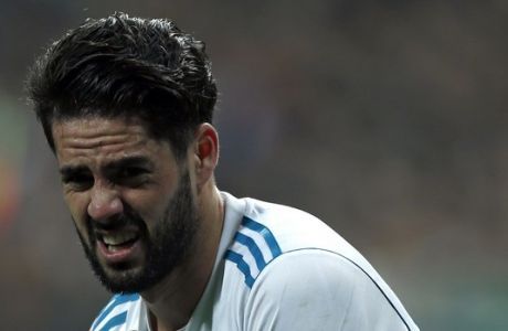 """Real Madrid's Francisco Roman """"Isco"""" gestures in pain during the Spanish Copa del Rey quarterfinal second leg soccer match between Real Madrid and Leganes at the Santiago Bernabeu stadium in Madrid, Wednesday, Jan. 24, 2018. (AP Photo/Francisco Seco)"""