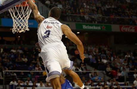 VIDEO: Ο Ράντολφ πέρασε πάνω από αντίπαλο για να καρφώσει!