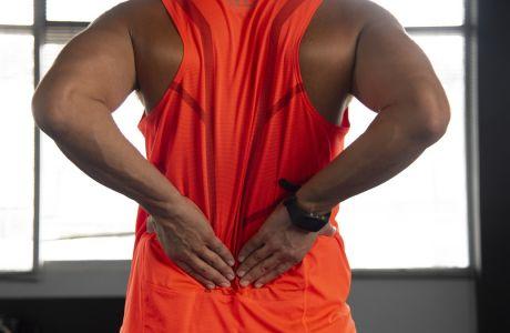 Οι 3 ασκήσεις που χρειάζεσαι για να μην πονάει η μέση σου
