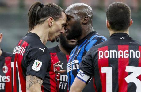 Το επεισόδιο ανάμεσα σε Ιμπραχίμοβιτς και Λουκακού στιγμάτισε το ντέρμπι Ίντερ-Μίλαν, όπου οι 'νερατζούρι' επικράτησαν 2-1 με ανατροπή, για την προημιτελική φάση του Κυπέλλου Ιταλίας | 26/01/2021 (AP Photo/Antonio Calanni)