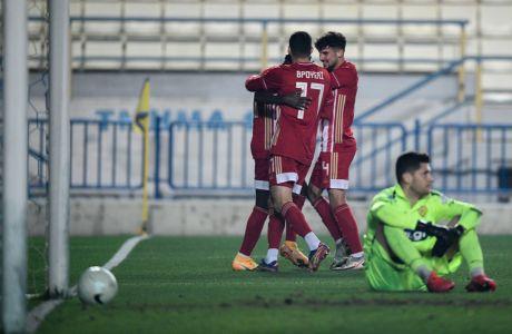 Παίκτες του Ολυμπιακού πανηγυρίζουν γκολ κόντρα στον Παναιτωλικό για τον 1ο αγώνα της φάσης των 16 του Κυπέλλου Ελλάδας 2020-2021 στο Γήπεδο Παναιτωλικού | Τετάρτη 20 Ιανουαρίου 2021