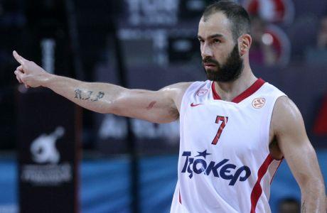 Ο Βασίλης Σπανούλης σε στιγμιότυπο από τον αξέχαστο τελικό της Κωνσταντινούπολης, όπου ο Ολυμπιακός γύρισε από το -19 για να κατακτήσει την Euroleague απέναντι στην ΤΣΣΚΑ Μόσχας.