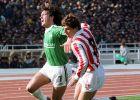 Ο Δημήτρης Σαραβάκος με αντίπαλο τον Στράτο Αποστολάκη τη σεζόν 1986-87
