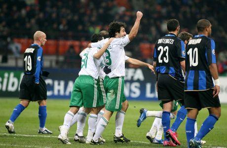 Ο Γιόσου Σαριέγκι του Παναθηναϊκού πανηγυρίζει γκολ που σημείωσε κόντρα στην Ίντερ για τη φάση των ομίλων του Champions League 2008-2009 στο 'Τζιουζέπε Μεάτσα', Μιλάνο | Τετάρτη 26 Νοεμβρίου 2008