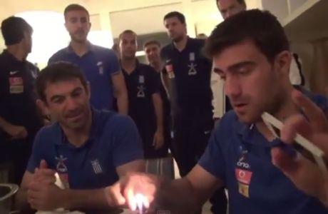 Αρνήθηκε να σβήσει το κεράκι της τούρτας ο Παπασταθόπουλος