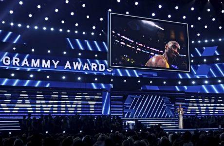 Το είδωλο του Κόμπε Μπράιαντ εμφανίστηκε στη μεγάλη οθόνη του Staples Center κατά την έναρξη των Grammy Award