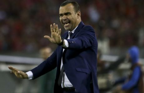 Venezuela's coach Rafael Dudamel gives instructions to his palyers during a game against Chile's during a 2018 World Cup qualifying soccer match in Santiago, Chile, Tuesday, March 28, 2017. (AP Photo/Esteban Felix)
