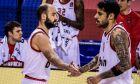Ο Βασίλης Σπανούλης και ο Γιώργος Πρίντεζης του Ολυμπιακού σε στιγμιότυπο της αναμέτρησης με την Μπαρτσελόνα για τη Euroleague 2020-2021 στο 'Παλάου Μπλαουγκράνα' | Τρίτη 8 Δεκεμβρίου 2020
