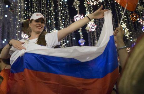 Εταιρία fast-food δίνει χρήματα και μπέργκερ σε όποια Ρωσίδα μείνει έγκυος από ποδοσφαιριστή!