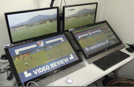 Σημαντικές αλλαγές ετοιμάζει η FIFA στον τρόπο λειτουργίας του VAR, κυρίως με τον τρόπο που θα αντιμετωπίζει η τεχνολογία τις φάσεις του offside. Καινοτομία που αναμένεται να εισαχθεί στο ποδόσφαιρο σταδιακά από το 2023 ⓒ 2021 Rick Bowmer/Associated Press