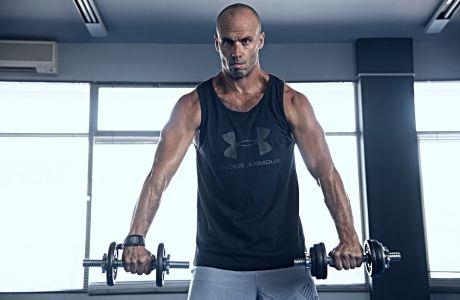 Ώμοι: 3 βασικές ασκήσεις που πρέπει να κάνεις κάθε μέρα