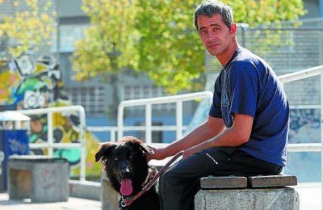 Η ΤΕΡΑΣΤΙΑ μαγκιά της Σοσιεδάδ με έναν άστεγο οπαδό