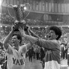 Ο Αλεκσάντερ και ο Ντράζεν Πέτροβιτς με το Κύπελλο Πρωταθλητριών στα χέρια, το 1986 στην Αθήνα...