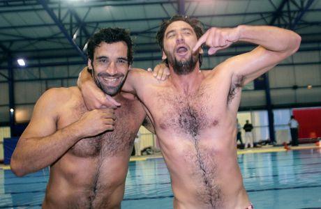 Ο Γιώργος Αφρουδάκης και ο Νίκος Δεληγιάννης του Ολυμπιακού πανηγυρίζουν την κατάκτηση του πρωταθλήματος Α1 πόλο κόντρα στον Εθνικό στο 'Πέτρος Καπαγέρωφ' | Κυριακή 10 Ιουνίου 2007