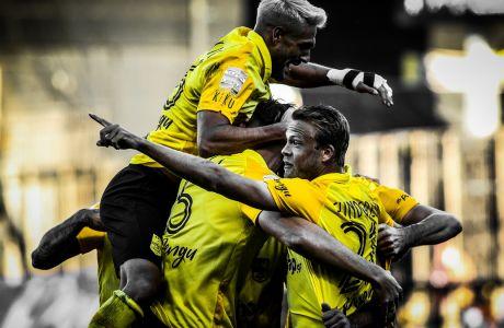 Οι παίκτες του Άρη πανηγυρίζουν το μοναδικό γκολ της αναμέτρησης με την Αστέρα Τρίπολης στο 'Κλεάνθης Βικελίδης', που τους διατήρησε στην κορυφή της Super League Interwetten 2020-2021 μετά το πέρας και της 7ης αγωνιστικής.