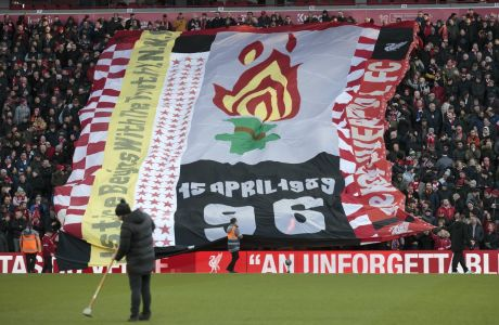 Οι φίλοι της Λίβερπουλ αποτείουν φόρο τιμής στα 96 θύματα της τραγωδίας του 'Χίλσμπορο' στο περιθώριο του αγώνα με την Μπράιτον για την Premier League 2019-2020 στο 'Άνφιλντ', Λίβερπουλ, Σάββατο 30 Νοεμβρίου 2019