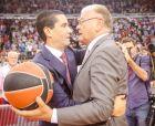 Ο Ντούσαν Ίβκοβιτς και ο Γιάννης Σφαιρόπουλος, δυο από τους κορυφαίους προπονητές του Ολυμπιακού
