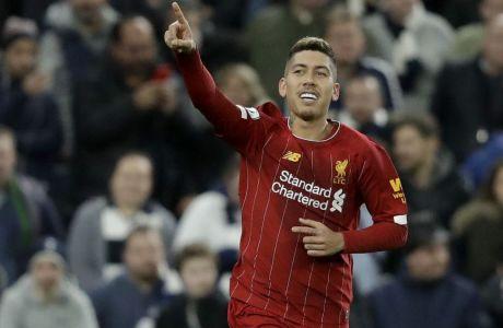 Ο Φιρμίνο πανηγυρίζει το γκολ με το οποίο η Λίβερπουλ επικράτησε με σκορ 1-0 της Τότεναμ στο Λονδίνο, σε αναμέτρηση της Premier League στις 11 Ιανουαρίου 2020