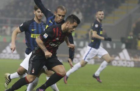 AC Milan's Suso, center, scores during a Serie A soccer match between AC Milan and Inter Milan, at the San Siro stadium in Milan, Italy, Sunday, Nov. 20, 2016. (AP Photo/Luca Bruno)