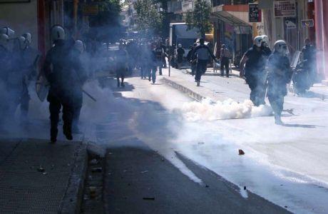 Σοβαρά επεισόδια σημειώθηκαν το πρωί του Σαββάτου 29 Μαΐου 2010 στο κέντρο της Λαμίας ανάμεσα σε οπαδούς του ΠΑΟΚ και της ΑΕΚ για τον προγραμματισμένο αγώνα χάντμπολ αργότερα μέσα στην ημέρα. Στην διάρκεια των επεισοδίων πυροπολήθηκαν ένα περίπτερο κι ένα αυτοκίνητο ένω έσπασαν πέντε βιτρίνες. (EUROKINISSI // ΣΥΝΕΡΓΑΤΗΣ)