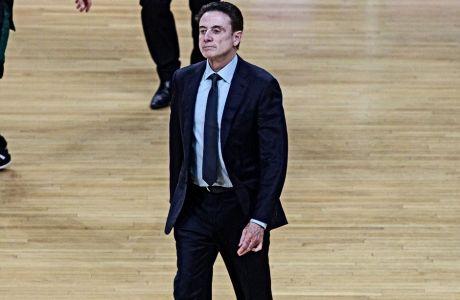Λέτε να δούμε τον Ρικ Πιτίνο να έρχεται ξανά στην Ελλάδα, αν τιμωρηθεί με μισή σεζόν από το NCAA;