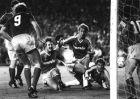 Ρεάλ Μαδρίτης - Μπάγερν 1-0. Ο Ζαν Μαρί Πφαφ που διακρίνεται στο έδαφος (δεύτερος από δεξιά), δέχτηκε πλήθος αντικειμένων από τους Ultras Sur με αποτέλεσμα να τιμωρηθεί η Ρεάλ από την UEFA (22/4/1987).