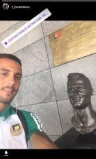 Επική selfie Καραμάνου με τον... μπρούτζινο Κριστιάνο!
