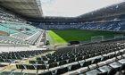 Άποψη από το άδειο -λόγω περιοριστικών μέτρων- γήπεδο της Μπορούσια Ντόρτμουντ στη Γερμανία