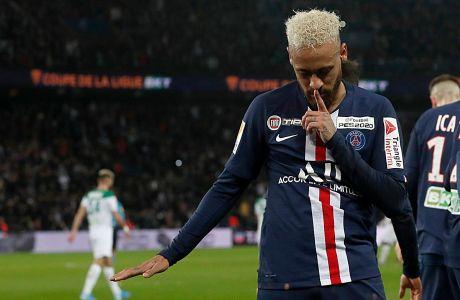 Ο Νεϊμάρ της Παρί Σεν Ζερμέν πανηγυρίζει γκολ που σημείωσε στην αναμέτρηση με τη Σεντ Ετιέν για τα προημιτελικά του Coupe de la Ligue 2019-2020 στο 'Παρκ ντε Πρενς', Τετάρτη 8 Ιανουαρίου 2020