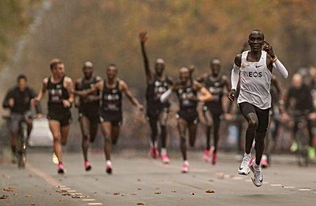 Πώς μπορεί να τρέξει κάποιος 42.195 μέτρα σε κάτω από δύο ώρες