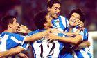 Μακάι, Σκαλόνι, Βίκτορ και Βαλερόν πανηγυρίζουν το γκολ του τελευταίου στο ισπανικό Σούπερ Καπ απέναντι στη Βαλένθια (18/8/2002)