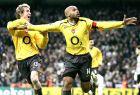 """Ο Τιερί Ανρί της Άρσεναλ πανηγυρίζει το γκολ του εναντίον της Ρεάλ μέσα στο """"Μπερναμπέου"""" (21/2/2006)"""