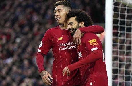Σαλάχ και Φιρμίνο σε πανηγυρικό στιγμιότυπο από το 4-0 της Λίβερπουλ κόντρα στη Σάουθαμπτον στο Anfield, για την 25η αγ. της Premier League (01/02/2020). AP Photo/Jon Super