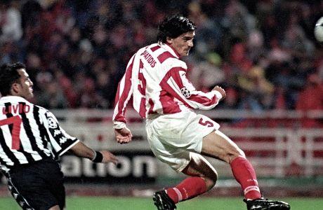 Ο Γιώργος Αμανατίδης του Ολυμπιακού σε στιγμιότυπο από τον αγώνα με τη Γιουβέντους για τα προημιτελικά του Champions League 1998-1999 στο Ολυμπιακό Στάδιο, Τετάρτη 17 Μαρτίου 1999
