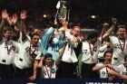 Παίκτες της Γερμανίας πανηγυρίζουν την κατάκτηση του Euro 1996 στο 'Γουέμπλεϊ', Λονδίνο, Κυριακή 30 Ιουνίου 1996