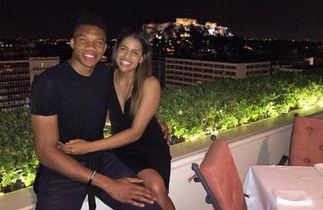 Το... τσίμπησε το πρωτοχρονιάτικο φιλί της Μαράια ο Giannis!