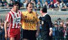 Τάσος Μητρόπουλος και Τάκης Καραγκιοζόπουλος σε μια classic στιγμή των ποδοσφαιρικών 80s