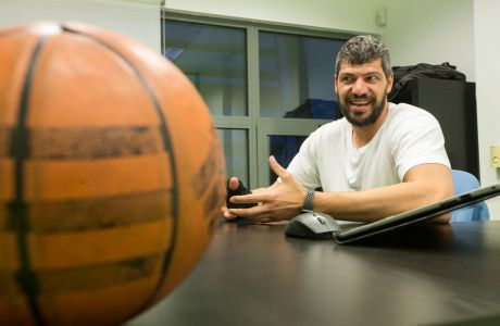 ,   .       ,        2011     ,             GBA (Greek Basketball Academy).        2014      startup           Athlenda .     : Contra.gr / Megapress /