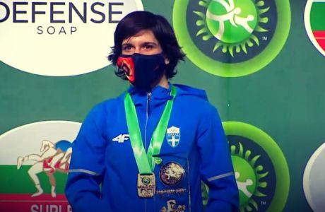 Η Μαρία Πρεβολαράκη κατά την απονομή του χρυσού μεταλλίου των 53κ. στο Παγκόσμιο Κύπελλο πάλης 2020, Βελιγράδι | Τρίτη 15 Δεκεμβρίου 2020