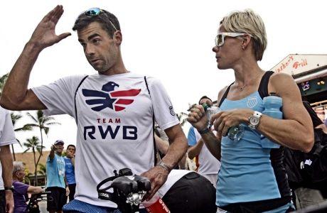 Η Μιρίντα Κάρφραϊ, με τον σύζυγό της Τιμ Ο' Ντόνελ, σε παλαιότερο -κανονικό- Ironman