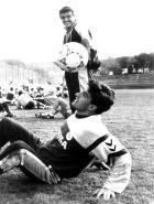 Ο Άντιτς παρακολουθεί τον Μίτσελ να κάνει κολπάκια με τη μπάλα σε προπόνηση της Ρεάλ Μαδρίτης.
