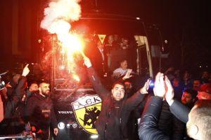 Το video της τρελής υποδοχής των οπαδών στους παίκτες της ΑΕΚ