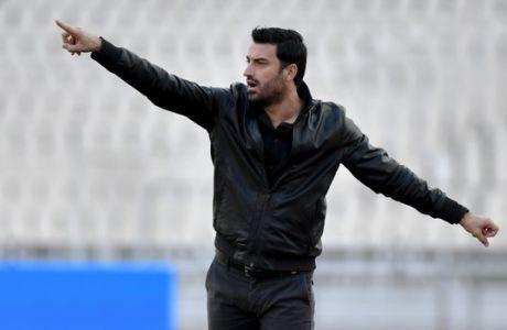 Γιάννης Μάγγος: Ο προπονητής στον οποίο υποκλίθηκε ο Δώνης
