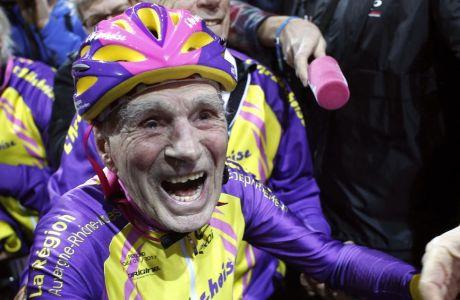Ο σούπερ-παππούς της ποδηλασίας βγήκε στη... σύνταξη