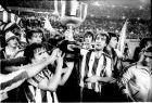 Ο Ντάνι (αριστερά) και ο Γκοϊκοετσέα (δεξιά) με το Κύπελλο Ισπανίας του 1984. Δεξιά διακρίνεται ο προπονητής της Αθλέτικ, Χαβιέρ Κλεμέντε.