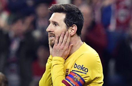 Ο Λιονέλ Μέσι σε στιγμιότυπο από παλιότερο clasico με τη Ρεάλ Μαδρίτης, μετά από μια δική του χαμένη ευκαιρία.