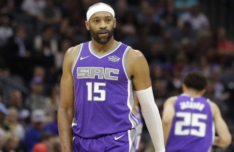 Sacramento Kings guard Vince Carter during the first half of an NBA basketball game against the Washington Wizards, Sunday, Oct. 29, 2017, in Sacramento, Calif. (AP Photo/Rich Pedroncelli)