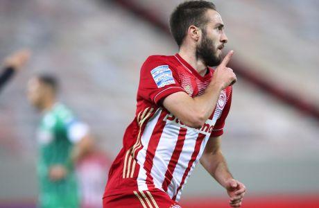 Ο Κώστας Φορτούνης πανηγυρίζει το γκολ που πέτυχε στο ντέρμπι με τον Παναθηναϊκό, με το οποίο ο Ολυμπιακός πήρε τη νίκη με σκορ 1-0, για την 9η αγ. της Super League Interwetten | 21/11/2020 (EUROKINISSI)
